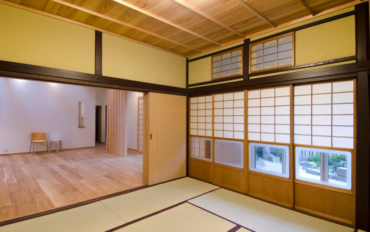 江波本町の家: エルイーオー設計室が手掛けた和室です。