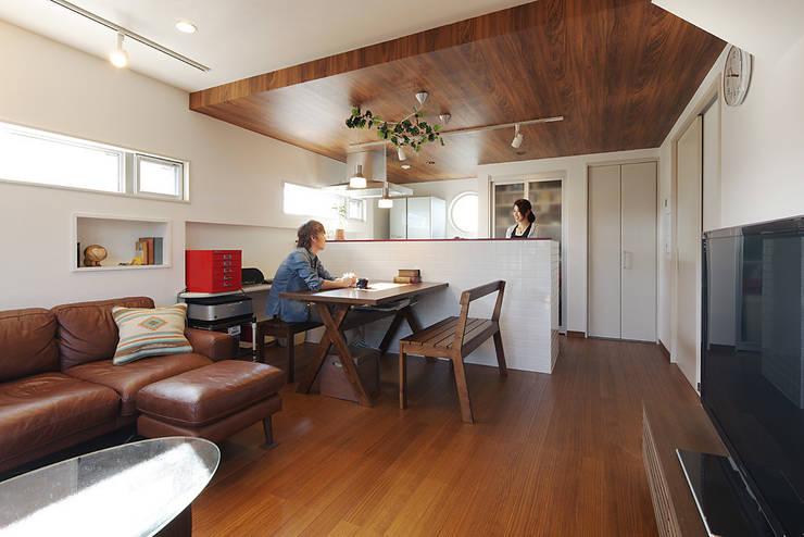 ห้องทานข้าว by 有限会社タクト設計事務所