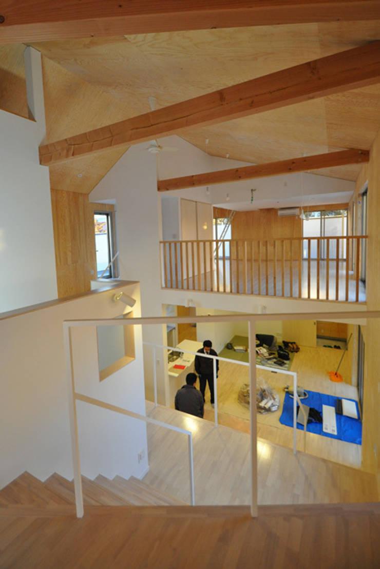 子世帯: 清正崇建築設計スタジオが手掛けた和室です。