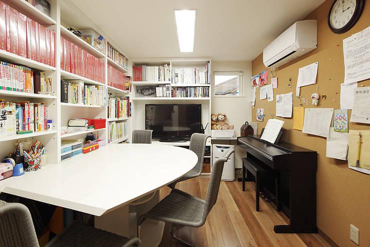 3と4のある家: 有限会社タクト設計事務所が手掛けた和室です。