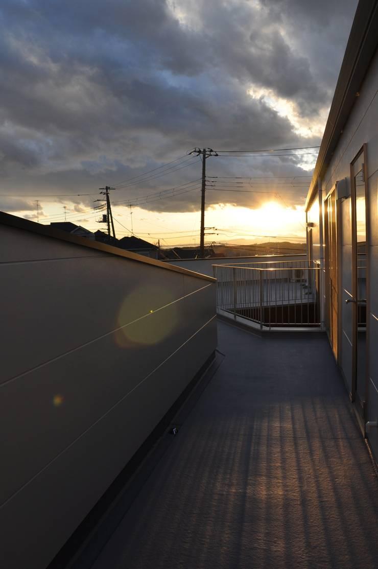 テラス: 清正崇建築設計スタジオが手掛けたテラス・ベランダです。