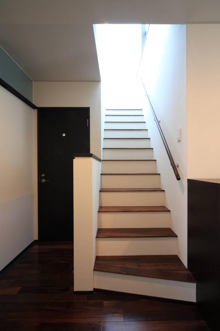 階段室(1階): MA設計室が手掛けた廊下 & 玄関です。