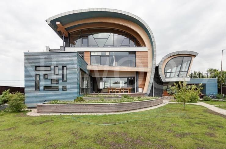 Casas de estilo ecléctico de NEWOOD - Современные деревянные дома Ecléctico
