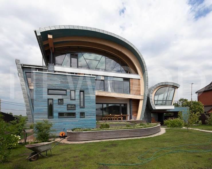 Sailor House: Сады в . Автор – NEWOOD - Современные деревянные дома
