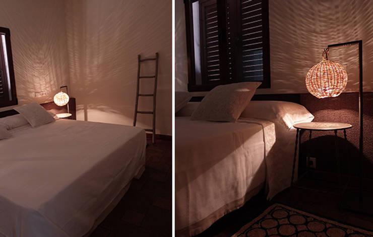 ห้องนอน โดย DyD Interiorismo - Chelo Alcañíz, เมดิเตอร์เรเนียน