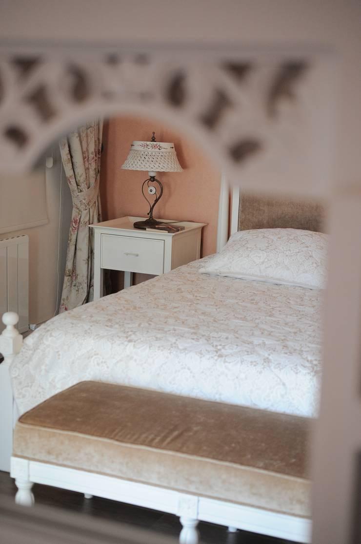 Sena Hayfavi – Yatak Odası: klasik tarz tarz Yatak Odası