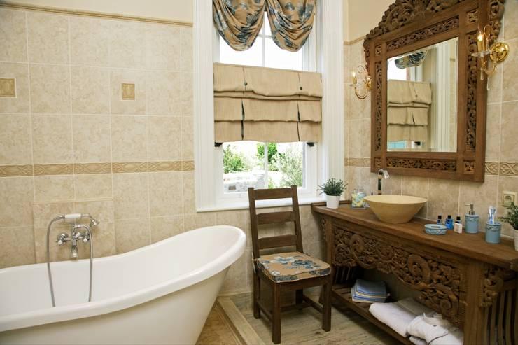 Baños de estilo  por LOLA 38 Hotel