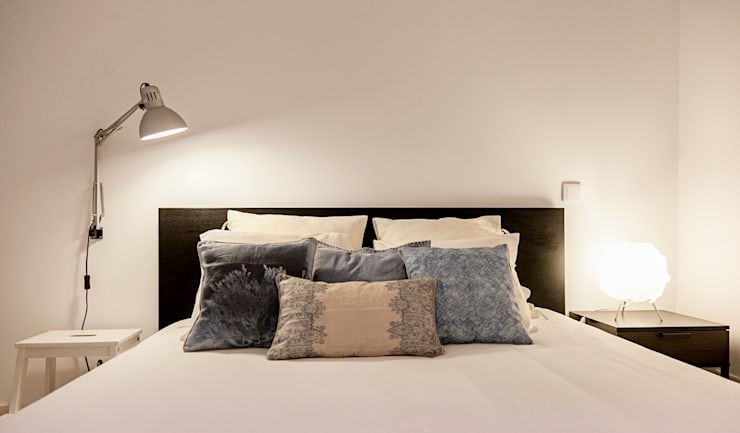 Camera da letto in stile  di Home Staging Factory
