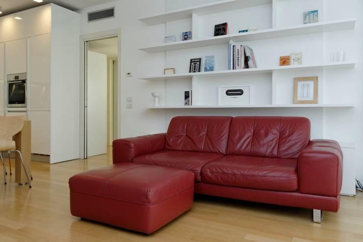 Salas de estar  por ROBERTA DANISI ARCHITETTO, Moderno