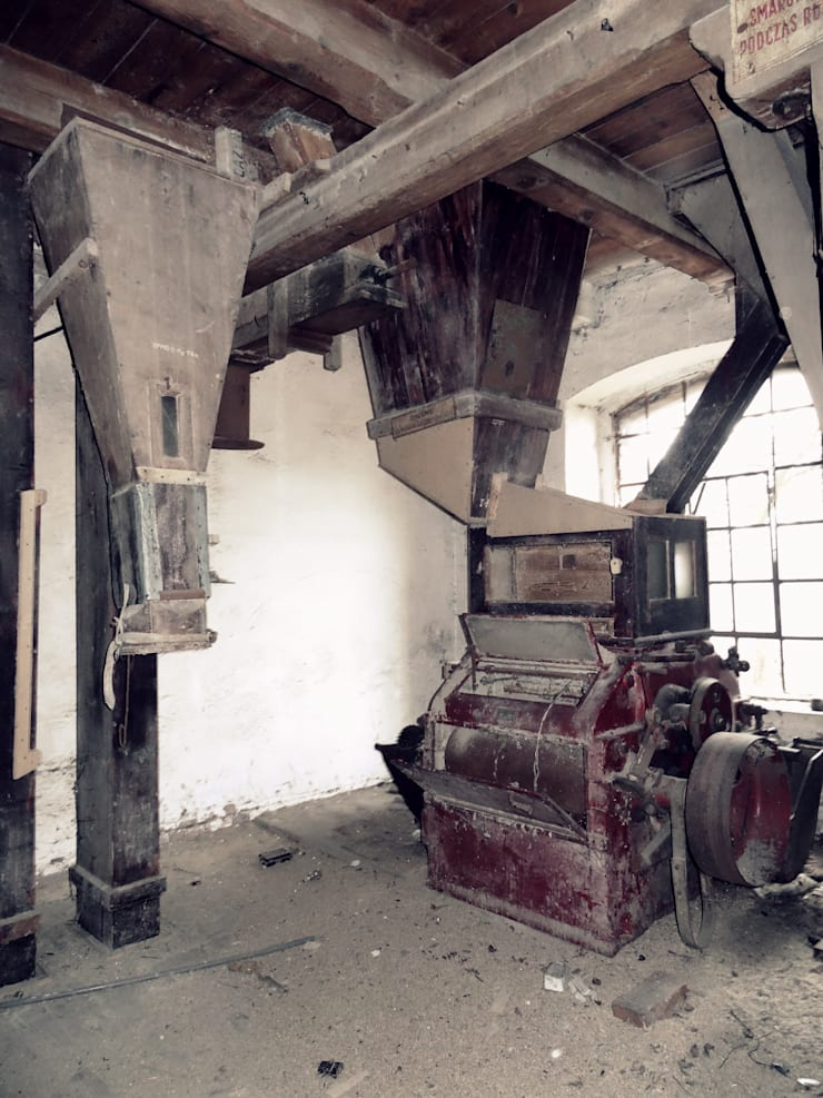 Wnętrze starego młyna: styl , w kategorii  zaprojektowany przez FOORMA Pracownia Architektury Wnętrz,Rustykalny
