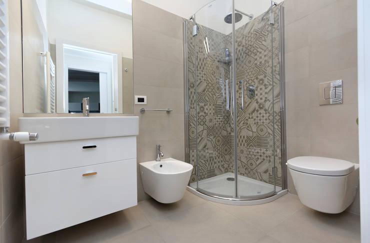 Baños de estilo moderno por ROBERTA DANISI ARCHITETTO