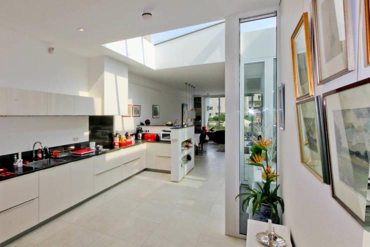 De keuken 2:  Keuken door OX architecten