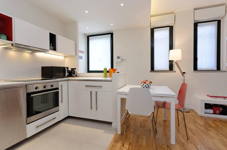 現代廚房設計點子、靈感&圖片 根據 ROBERTA DANISI ARCHITETTO 現代風