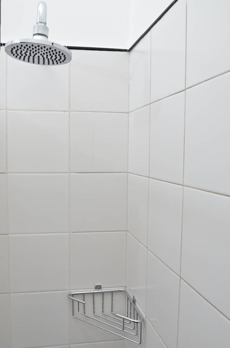 Departamento en Recoleta I: Baños de estilo  por GUTMAN+LEHRER ARQUITECTAS