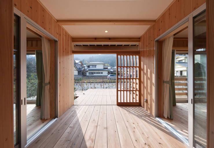 石井の住宅: 中飯賀業建築研究所が手掛けた和室です。