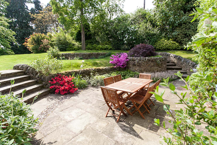 Rear Garden: rustic Garden by Barnes Walker Ltd
