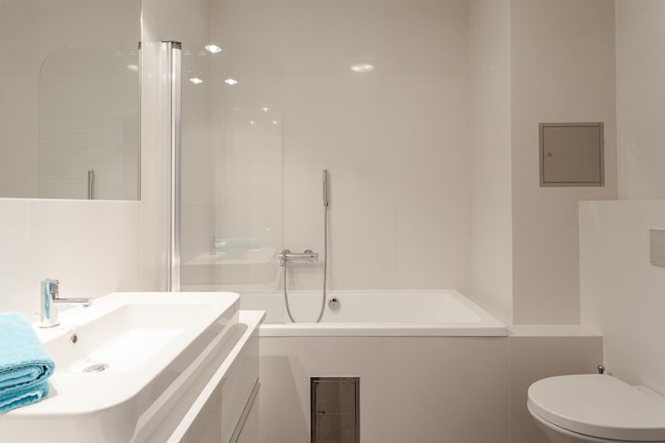Łazienka w bieli: styl , w kategorii Łazienka zaprojektowany przez KODO projekty i realizacje wnętrz