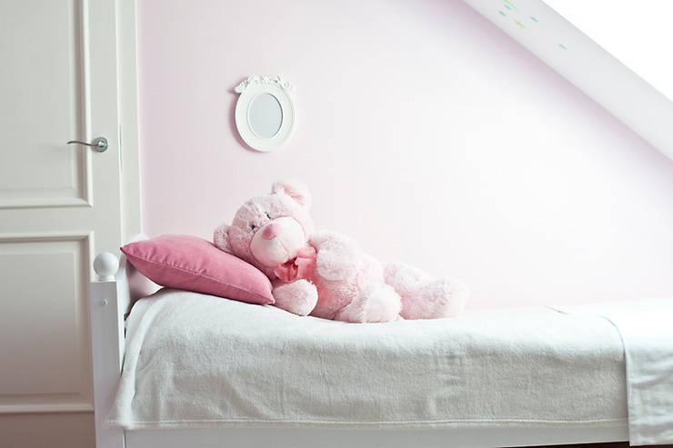 Pokój małej księżniczki.: styl , w kategorii Pokój dziecięcy zaprojektowany przez Miśkiewicz Design For Kids
