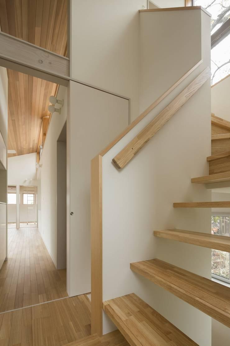 大府の二世帯住宅: 株式会社FAR EAST [ファーイースト]が手掛けた廊下 & 玄関です。,和風