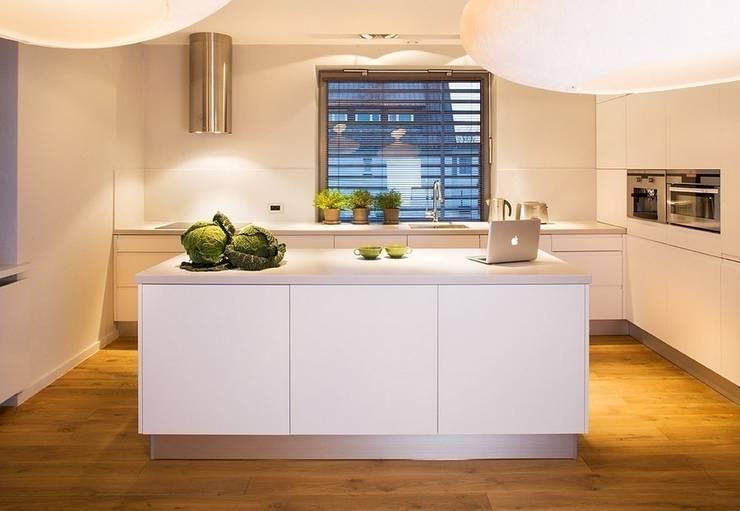 Kuchnia z wyspą: styl , w kategorii Kuchnia zaprojektowany przez KODO projekty i realizacje wnętrz