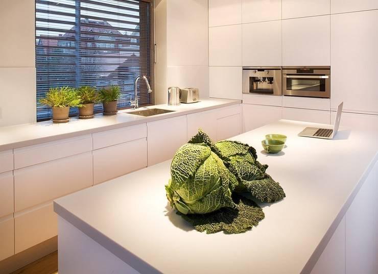 Cocinas de estilo moderno de Pracownie Wnętrz Kodo