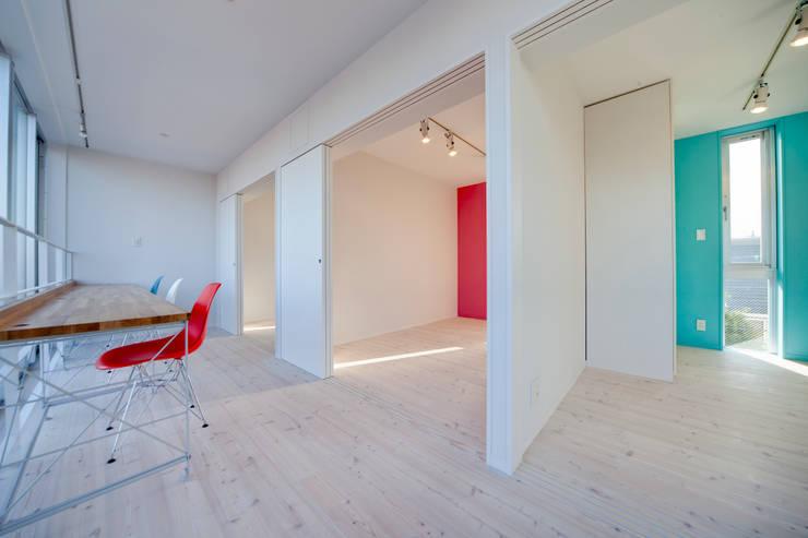 光庭の家: 株式会社FAR EAST [ファーイースト]が手掛けた和室です。,ミニマル