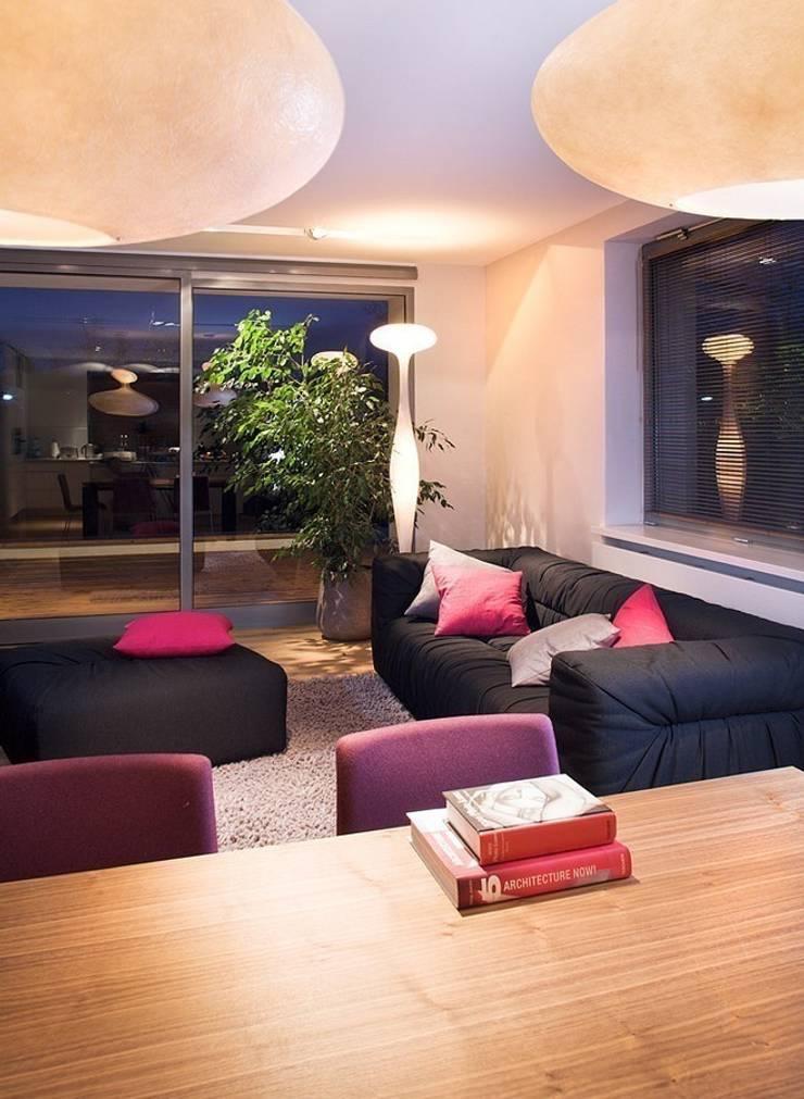 Salon: styl , w kategorii Salon zaprojektowany przez KODO projekty i realizacje wnętrz,Nowoczesny