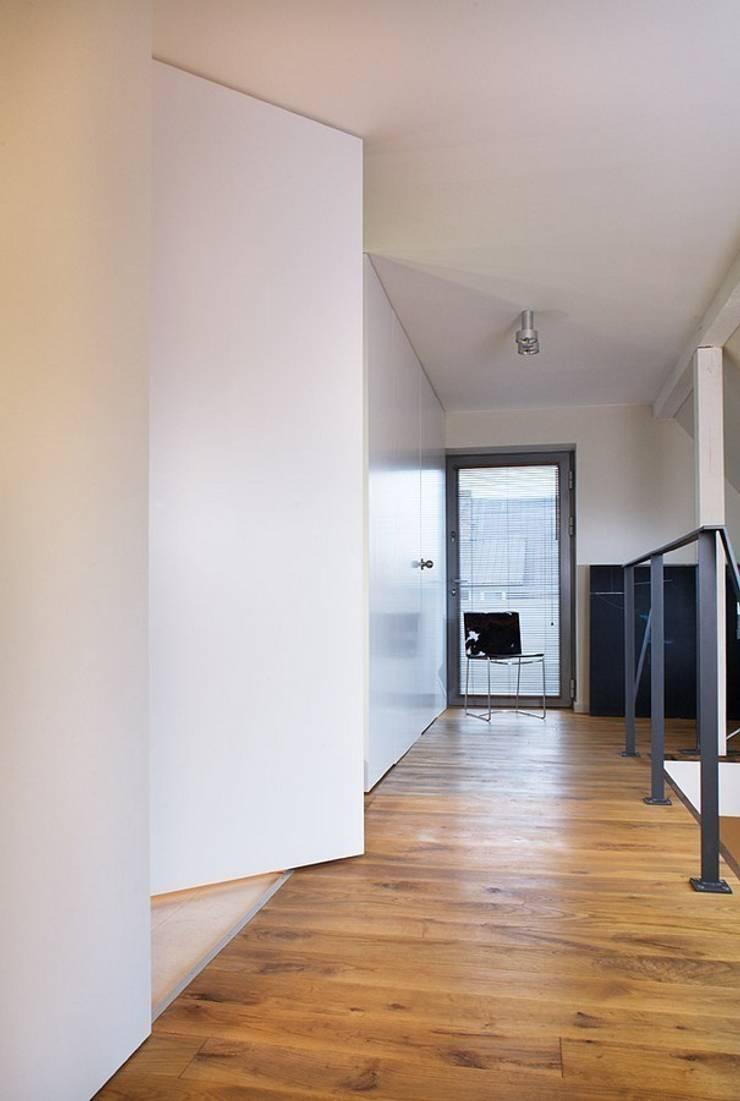 Hall: styl , w kategorii Korytarz, przedpokój zaprojektowany przez KODO projekty i realizacje wnętrz,Nowoczesny