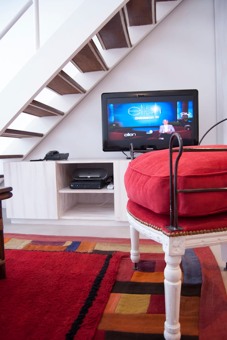 Dúplex en Recoleta: Livings de estilo moderno por GUTMAN+LEHRER ARQUITECTAS