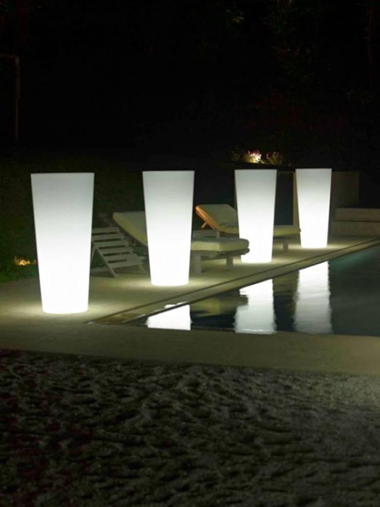Donice podświetlane ILIE: styl , w kategorii Ogród zaprojektowany przez Hydroponika - Wnętrz i zieleń