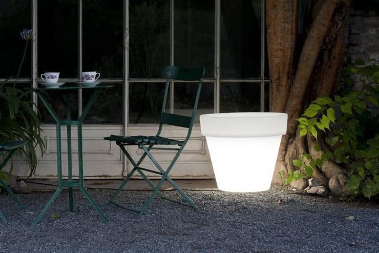 Donice podświetlane BORDATO: styl , w kategorii Ogród zaprojektowany przez Hydroponika - Wnętrz i zieleń