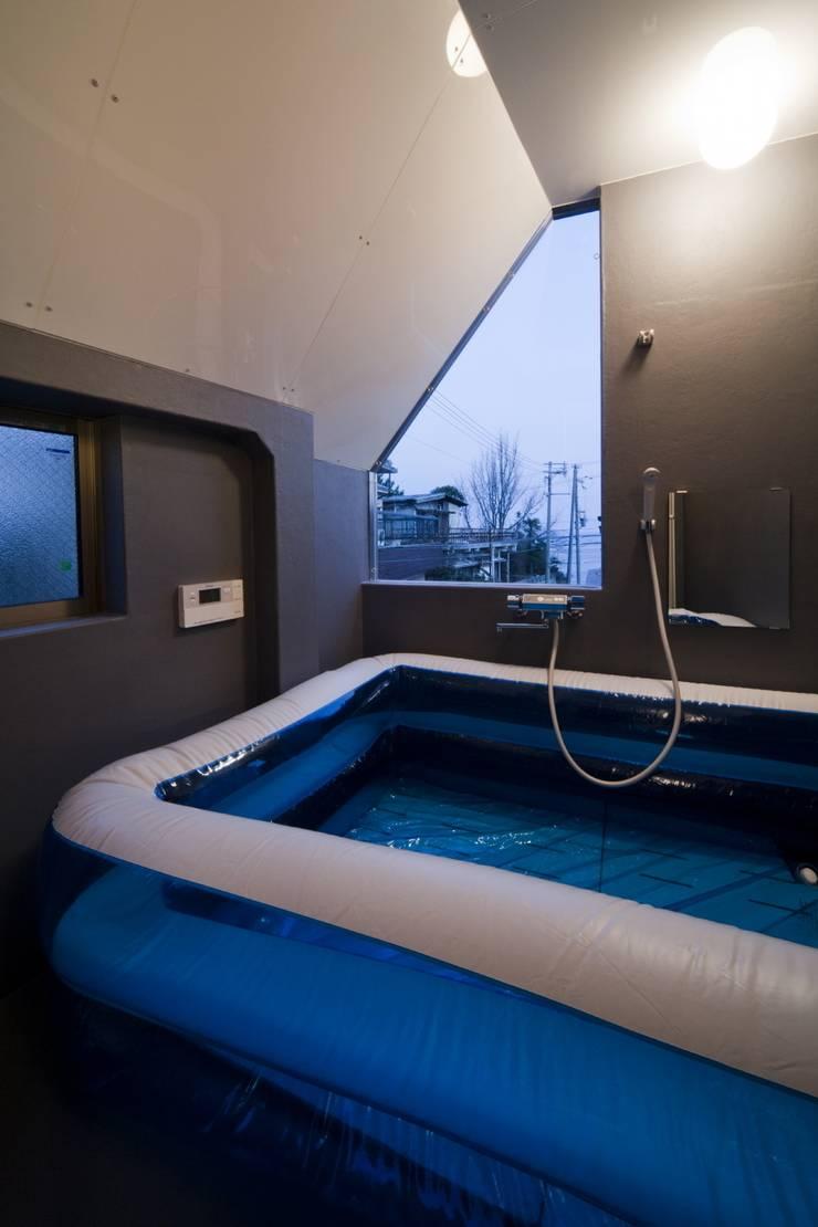 浴室: 一級建築士事務所 東島鋭建築設計工房が手掛けた浴室です。,オリジナル