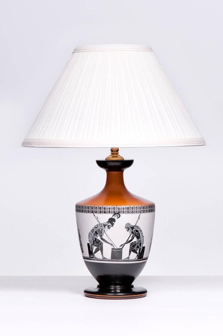 LEKYTHOS SMALL: styl , w kategorii Salon zaprojektowany przez Peter Woodland Lamps