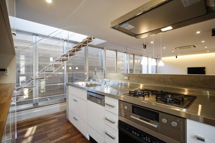 光庭の家: 株式会社FAR EAST [ファーイースト]が手掛けたキッチンです。