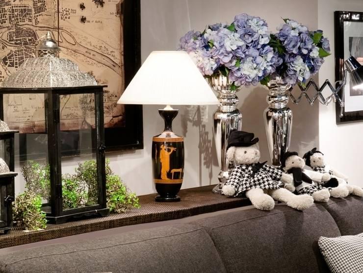 KOLEKCJA ANTYCZNA: styl , w kategorii Salon zaprojektowany przez Peter Woodland Lamps