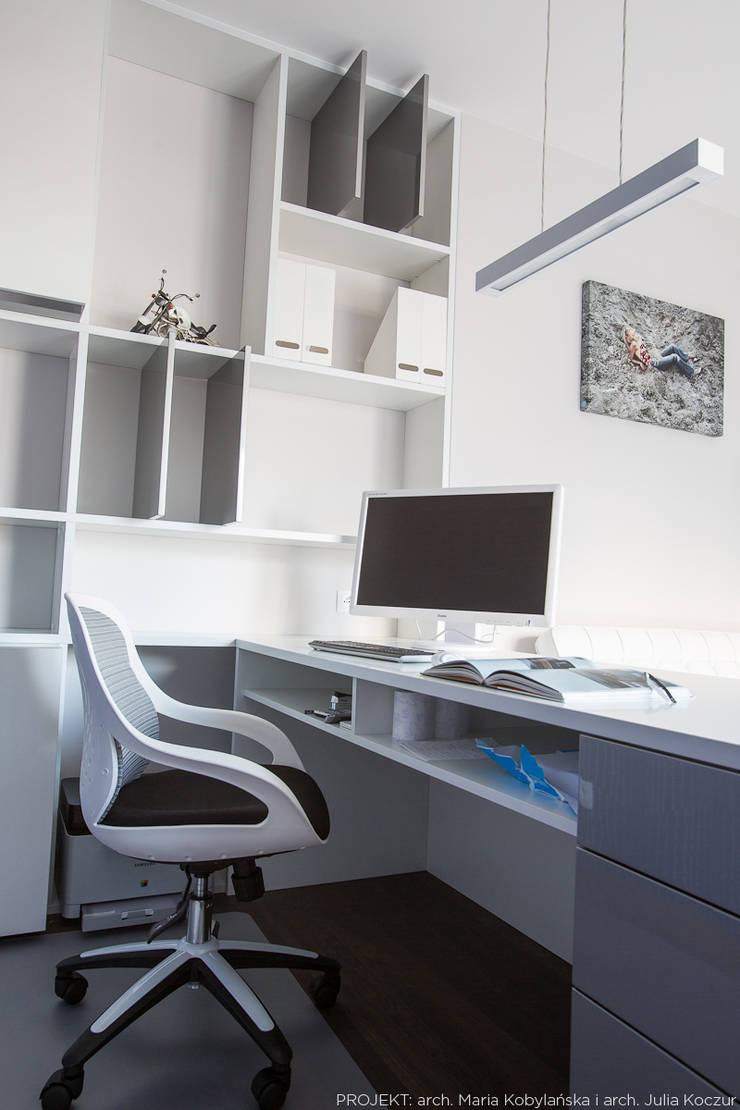 Realizacja: styl , w kategorii Domowe biuro i gabinet zaprojektowany przez LEMUR Architekci