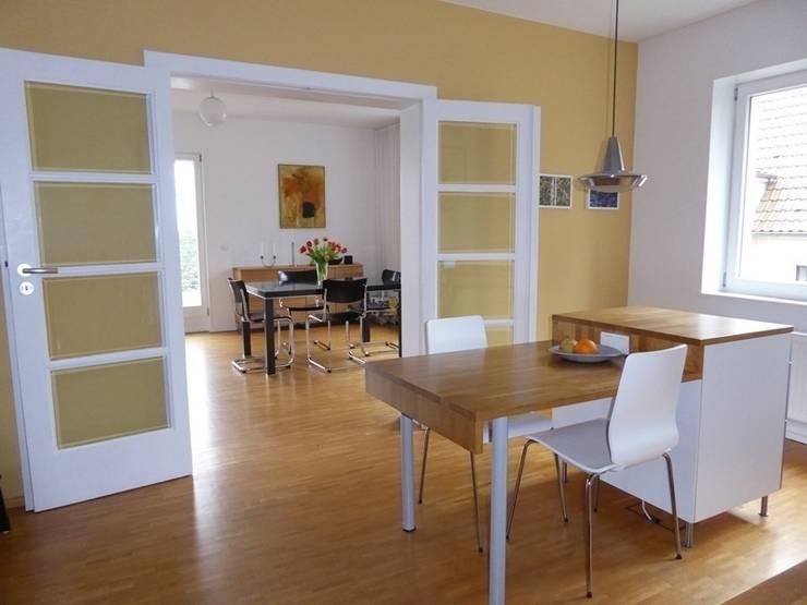 Essbereich in der Küche: klassische Küche von Schenning-Architekten