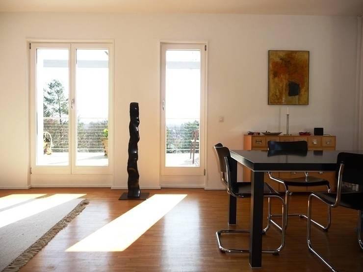 Wohn- / Essbereich: klassische Wohnzimmer von Schenning-Architekten