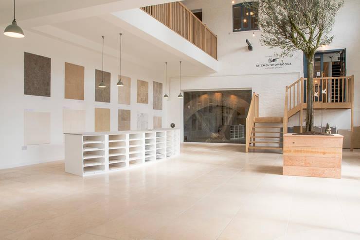 Tường theo Floors of Stone Ltd, Mộc mạc