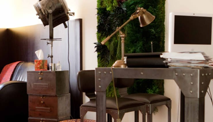 Déco industrielle et mur végétal: Bureau de style  par So D-Sign