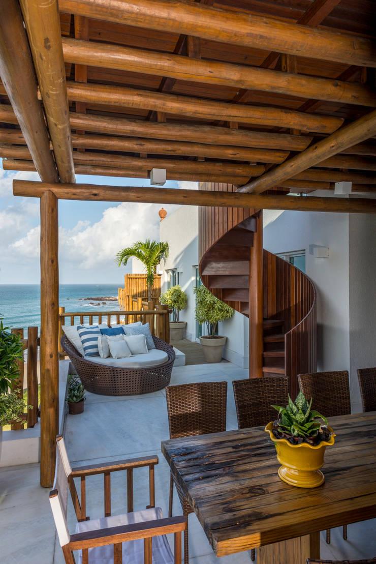 cobertura beira mar: Terraços  por Renato Teles Arquitetura