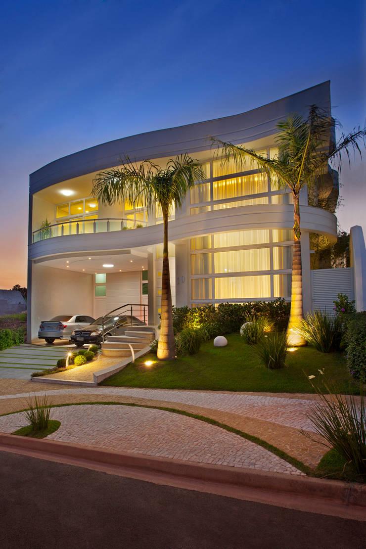 Casa Porto Seguro: Casas  por Arquiteto Aquiles Nícolas Kílaris,Moderno