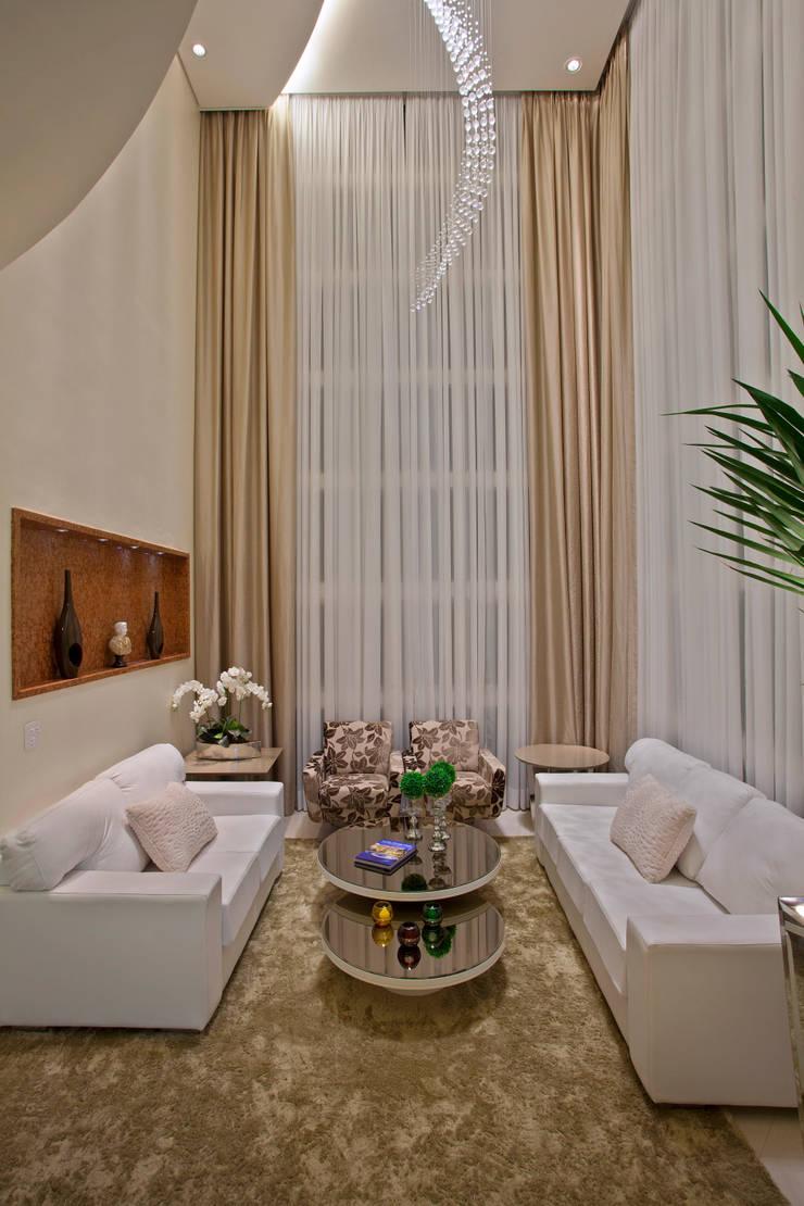 Casa Porto Seguro: Salas de estar  por Arquiteto Aquiles Nícolas Kílaris,Moderno