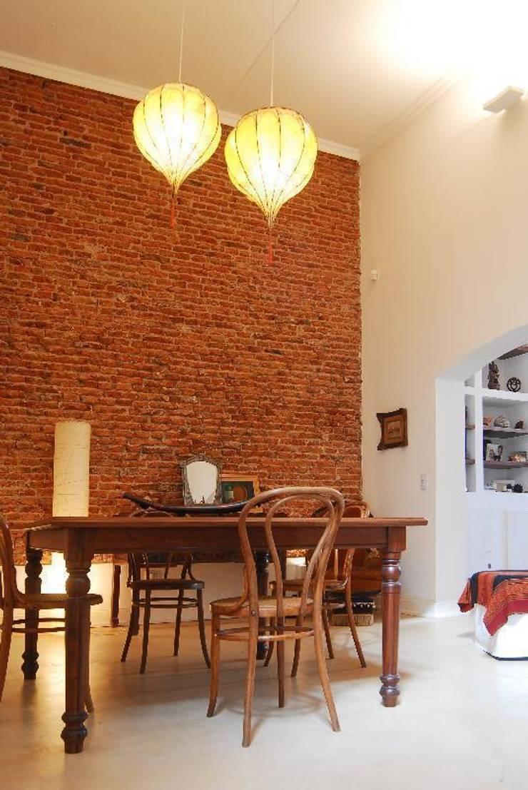 comedor después : Comedores de estilo ecléctico por Parrado Arquitectura