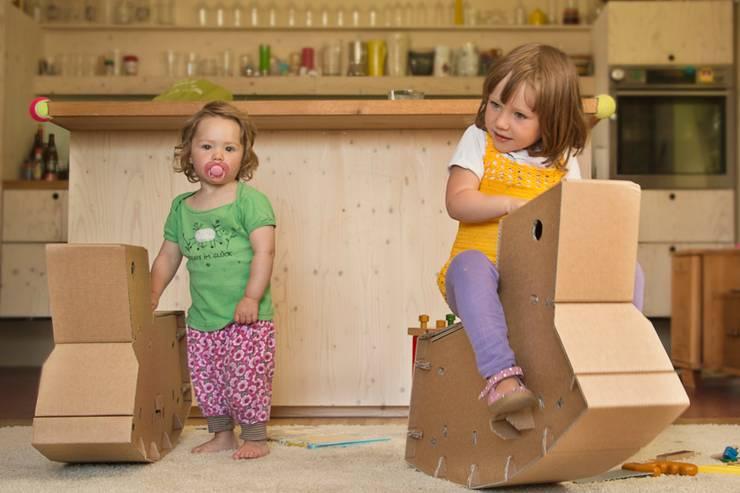 Schaukelpferd Wipplinger: ausgefallene Kinderzimmer von papplab GmbH