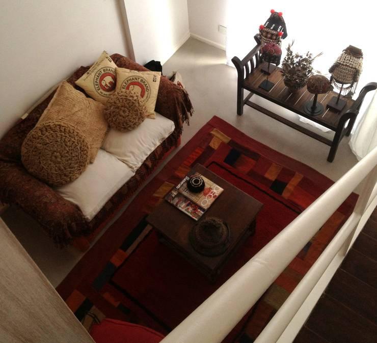 Dúplex en Recoleta: Livings de estilo  por GUTMAN+LEHRER ARQUITECTAS