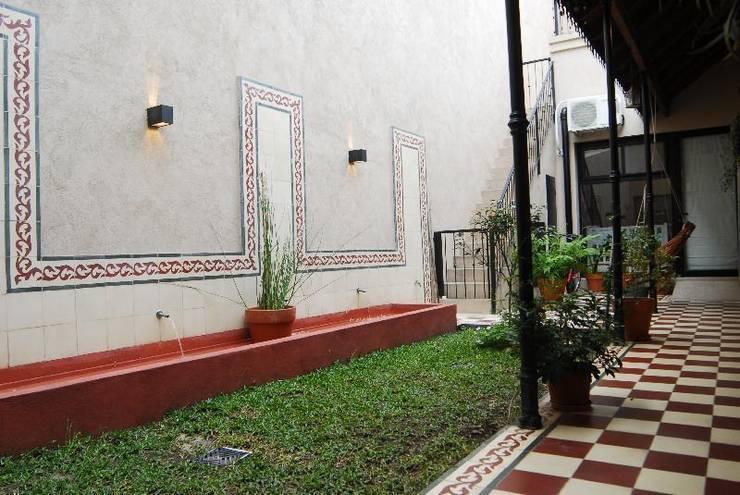Jardines de estilo  por Parrado Arquitectura