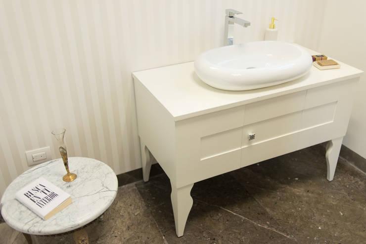 Baño de mujeres: Baños de estilo  por NEST