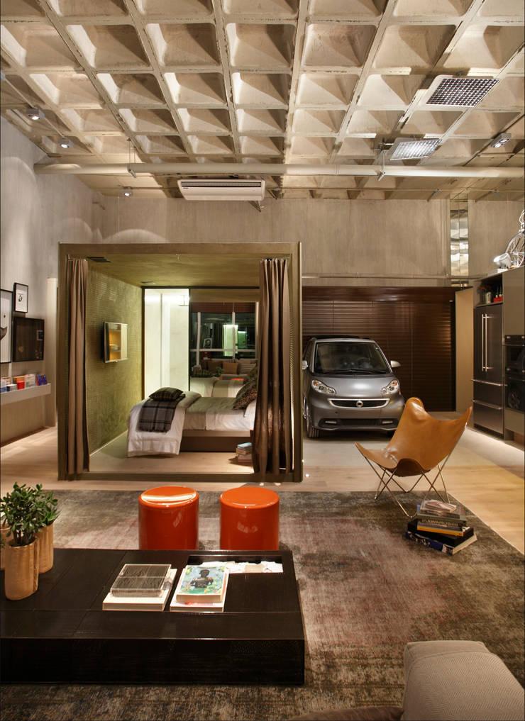 LOFT 212: Garagens e edículas  por Yamagata Arquitetura