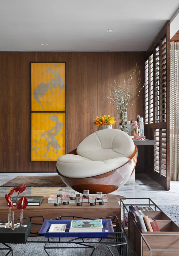 Apartamento WSS: Sala de estar  por Yamagata Arquitetura